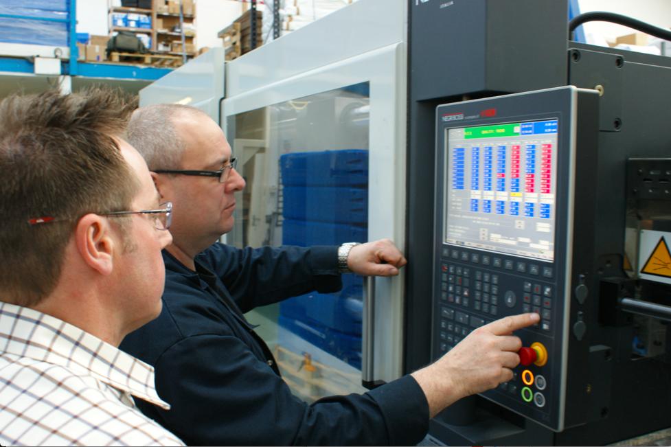 Operating a liquid moulding machine